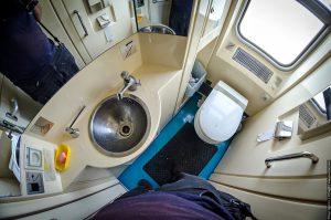 использование биотуалета в поезде