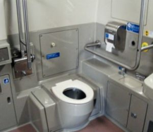 настоящий биотуалет в поезде