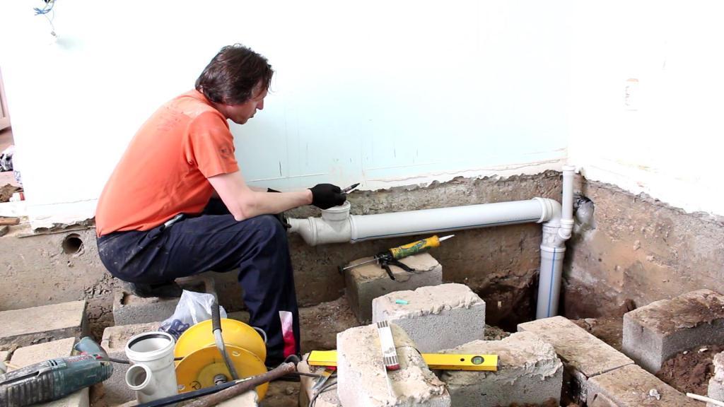 Укладка канализационных труб своими руками в частном доме